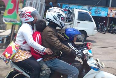 Jakarta traffic, motobike riders Jakarta, Jakarta family