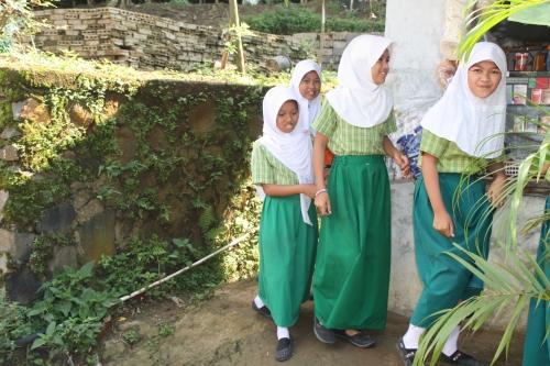 jakarta schools, jakarta students, jakarta education system, Bogar local students