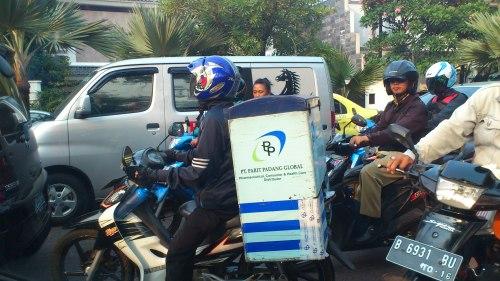 jakarta motorist man delivery, jakarta traffic
