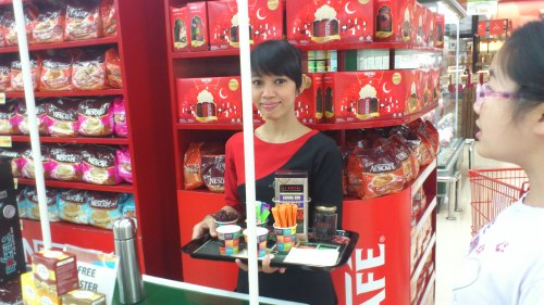 Jakarta street fashion, street fashion, coffee sales girl in red uniform
