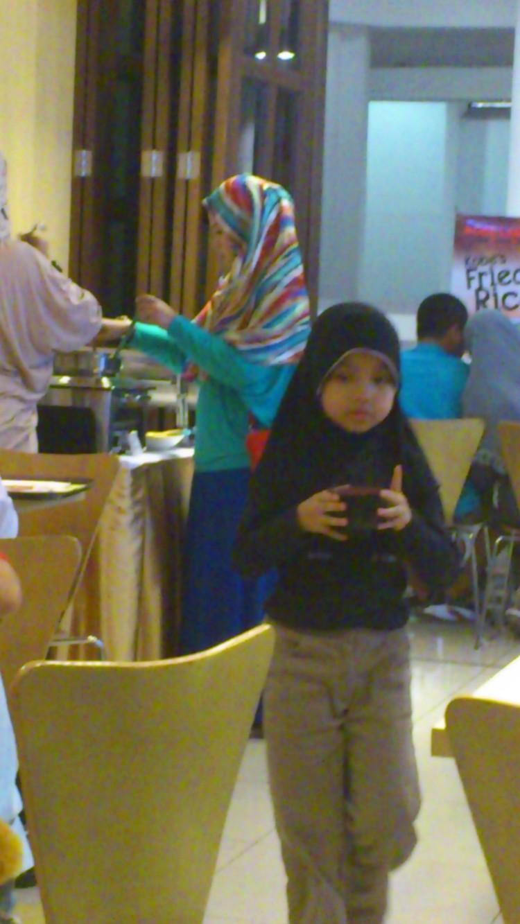 Jakarta street fashion, Indonesia girl in headscarf, street fashion