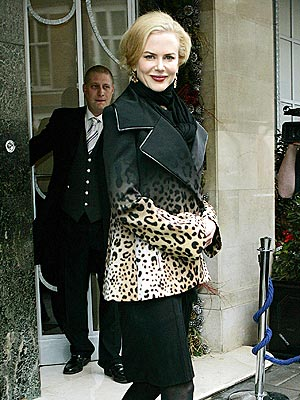 nicole kidman animal prints, animal prints dress, christmas dress
