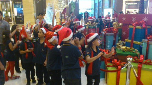 kids chasing bubbles in Jakarta Pacific Place Shopping Mall