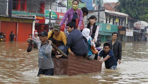 idonesia flood 2103, JAKARTA FLOOD, jakarta evacuate, heavy rain in jakarta