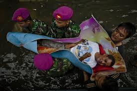 jakarta flood 2013 army rescue old man