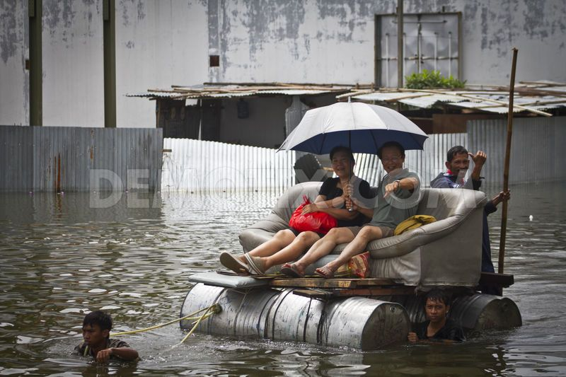 Ordinary Indonesia People In Jakarta Flood Snapshoot