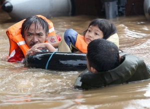 Jakarta flood children floating, indonesia flood 2013